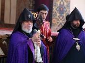 Ecsmiadzinban az örmény egyház alapítóira emlékeztek