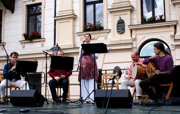 "Puskas Eszter and ""Armenia"" band"